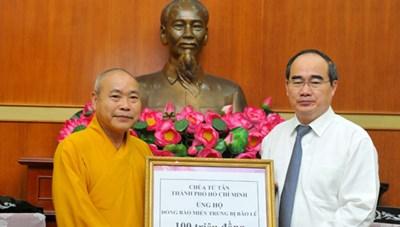 Hơn 16 tỷ đồng ủng hộ đồng bào miền Trung qua UBTƯ MTTQ VIệt Nam