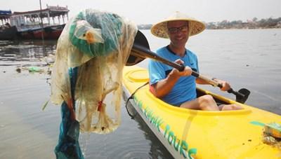 Mở tour du lịch vớt rác làm sạch môi trường