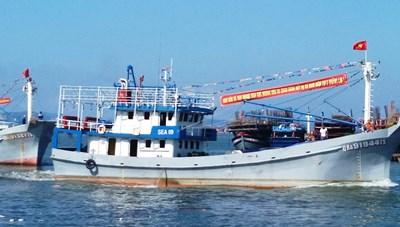 Ngư dân làm lễ ra khơi đầu năm mới