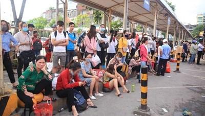 Người dân ùn ùn đổ về thủ đô sau nghỉ lễ