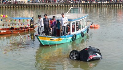 Ô tô lao xuống sông ở Hội An: Nguyên nhân có thể do nợ nần