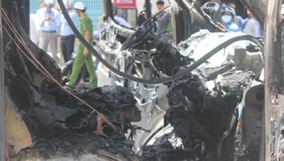 Phú Yên: Cháy xe ôtô, 6 người may mắn thoát nạn