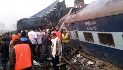 Tai nạn tàu hỏa thảm khốc ở Ấn Độ, hơn 100 người chết