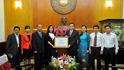 Tấm lòng bà con Việt kiều hướng về miền Trung