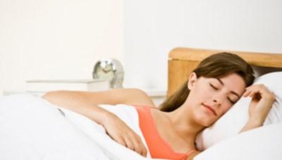 Tăng nguy cơ đau tim nếu ngủ quá nhiều ngày cuối tuần
