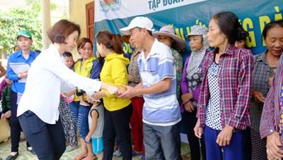 Tập đoàn Trường Thịnh hỗ trợ đồng bào vùng lũ 1 tỷ đồng