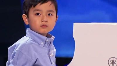 Thần đồng piano 5 tuổi Evan Lê về nước biểu diễn