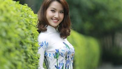 Thí sinh Miss Photo duyên dáng trong tà áo dài truyền thống