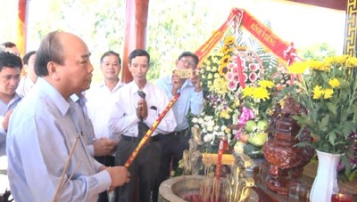 Thủ tướng Nguyễn Xuân Phúc dâng hương các Anh hùng liệt sỹ tại Quảng Nam