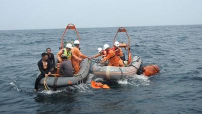 Tìm thấy thi thể 2 thuyền viên mất tích trong vụ đâm tàu