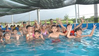 Tổ chức lớp dạy bơi miễn phí cho thiếu nhi Hè 2017