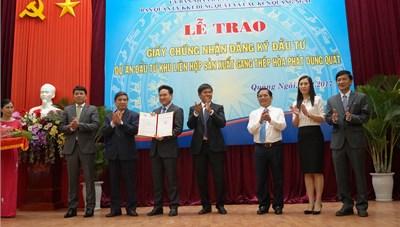 Trao GCN đăng ký dự án gang thép Hòa Phát Dung Quất