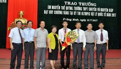 Trao thưởng 30 triệu cho học sinh đạt Huy chương Vàng Olympic Vật lý Quốc tế