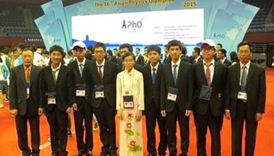 5/5 thí sinh đạt giải thưởng cao tại Olympic Vật lý quốc tế