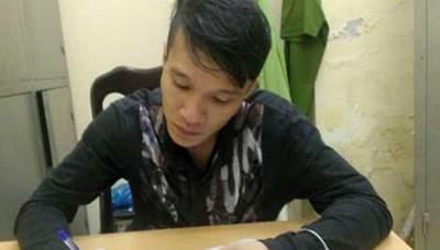Hà Nội: Bị truy đuổi, hai tên trộm xe máy vung dao chém công an