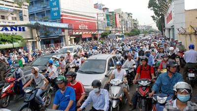 Nhiều khó khăn trong thu phí xe máy