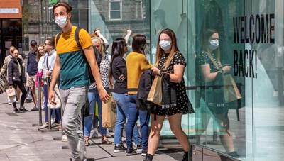 Mỹ mở cửa nền kinh tế bất chấp số ca nhiễm Covid-19 tăng trở lại