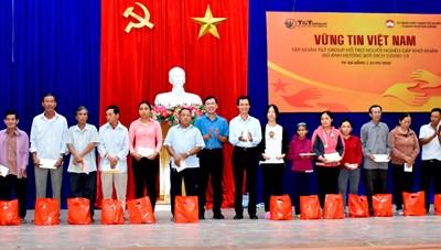 Đà Nẵng: Trao 700 suất quà hỗ trợ người nghèo bị ảnh hưởng từ đại dịch Covid-19