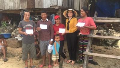 BẢN TIN MẶT TRẬN: Mặt trận Quảng Bình hỗ trợ các hộ dân bị thiệt hại do lốc xoáy