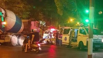 Hà Nội: Cô gái trẻ nguy kịch vì va chạm với đoàn xe máy chạy tốc độ cao
