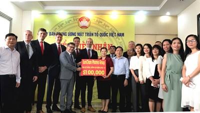BẢN TIN MẶT TRẬN: Phó Chủ tịch Trương Thị Ngọc Ánh tiếp nhận ủng hộ phòng, chống dịch Covid-19