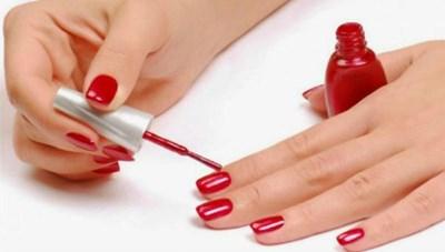 Sơn móng tay ảnh hưởng sức khỏe