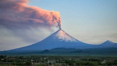 Núi lửa cao nhất lục địa Á - Âu phun tro