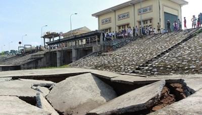 Xử lý cống và âu thuyền Tắc Giang sau sự cố sụt lún, thấm nước