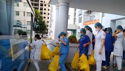 [ẢNH] Hơn 3.000 dân Bắc Ninh được xét nghiệm gấp trong đêm