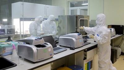 Quảng Ninh: Mẹ và 9 đồng nghiệp của BN1553 nghi nhiễm Covid-19