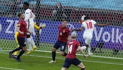 Thắng CH Czech 1-0, tuyển Anh lấy ngôi đầu