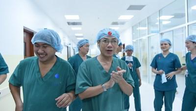 Thủ tướng chúc mừng thành công ca mổ tách 2 bé song sinh