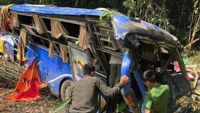 Khởi tố tài xế xe khách gây tai nạn làm 6 người chết ở Kon Tum