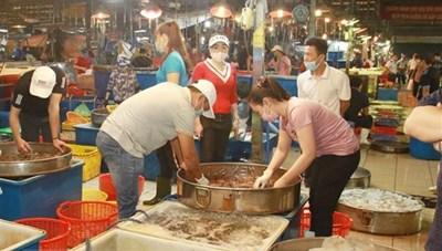TP HCM dự kiến mở lại chợ đầu mối và dịch vụ ăn uống tại chỗ từ 1/11