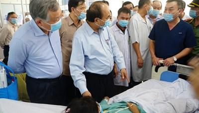 Thủ tướng thăm hỏi nạn nhân vụ sạt lở đất ở Trà Leng