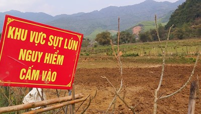 Nghệ An: Xuất hiện nhiều hố tử thần trên đồng ruộng