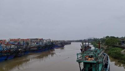 Nghệ An ra Công điện cấm tàu thuyền từ tối 13/11 để ứng phó cơn bão số 13
