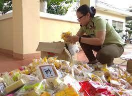 Thu giữ hơn 1.500 chiếc bánh trung thu không nguồn gốc