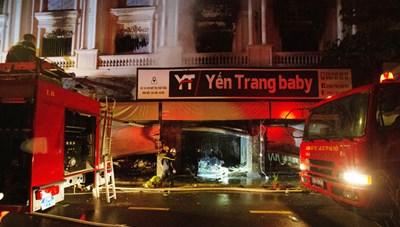 Hà Nội: Xuyên đêm dập đám cháy cửa hàng quần áo ở chợ Ninh Hiệp