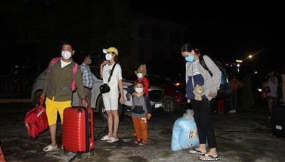 Những chuyến xe tình nguyện đón công dân hoàn thành cách ly về địa phương