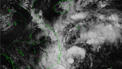 Áp thấp nhiệt đới di chuyển theo hướng Tây, miền Trung mưa lớn