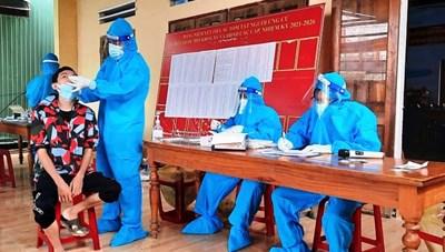 Quảng Nam: 2 huyện miền núi ghi nhận 109 ca dương tính Covid-19 và nhiều người nghi nhiễm