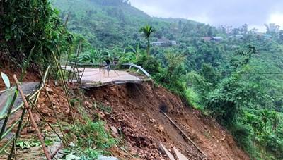 Quảng Ngãi: Khắc phục sạt lở các tuyến đường miền núi