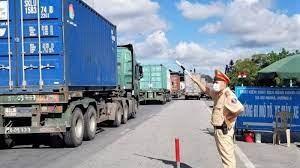Thủ tướng: Không kiểm tra các phương tiện vận chuyển hàng hóa thiết yếu