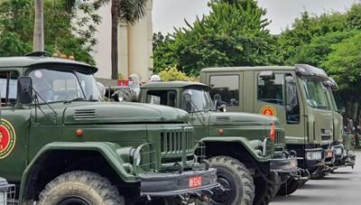 Trước giờ 'G': Cận cảnh đoàn xe đặc chủng phun khử khuẩn tại Hà Nội
