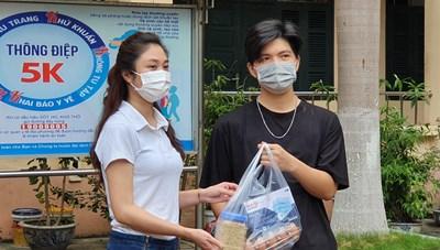 [ẢNH] 'Ngân hàng thực phẩm' tích cực hỗ trợ sinh viên mùa dịch