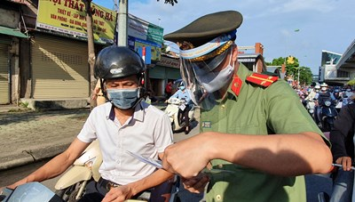 Hà Nội: Lãnh đạo các trường cao đẳng 'kêu trời' vì giấy đi đường
