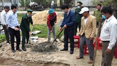 Khởi công xây dựng nhà tình nghĩa cho 2 hộ nghèo