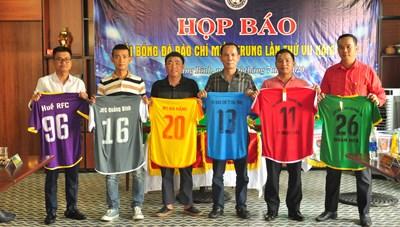 6 đội bóng tranh tài tại giải Bóng đá báo chí miền Trung lần thứ VII