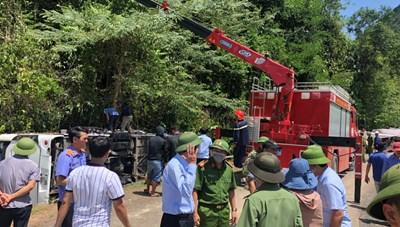 Chủ tịch Quảng Bình trực tiếp chỉ đạo cứu hộ vụ tai nạn khiến 13 người tử vong